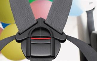 Cómo abrochar correctamente el arnés de una silla auto