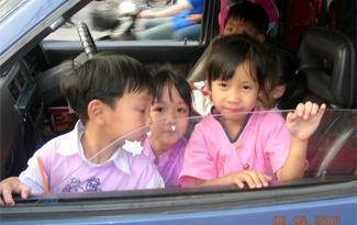Menores en el asiento delantero