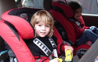 ¿Tendremos que llevar los niños de espaldas en el automóvil?