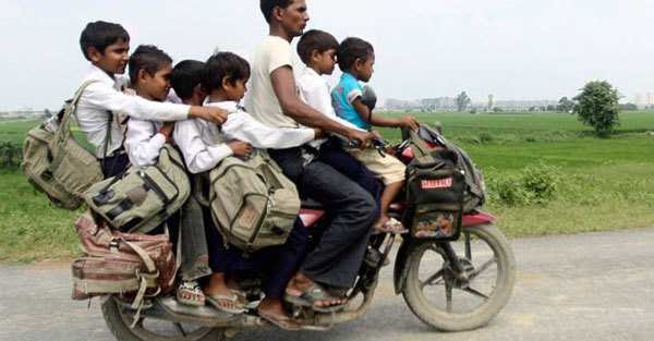 menores en motocicleta de pasajeros